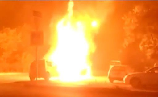 «Мерседес» сгорел дотла ночью в Приморье