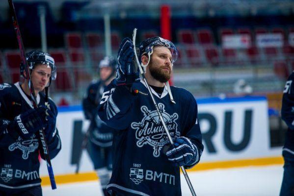 Хоккеисты «Адмирала» уступили «Северстали»