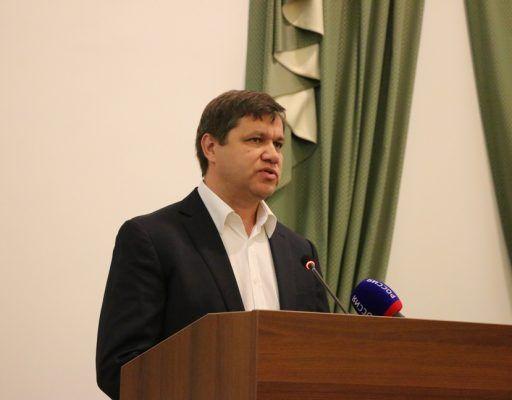 Глава Владивостока Веркеенко принял отставку своего заместителя Литвинова