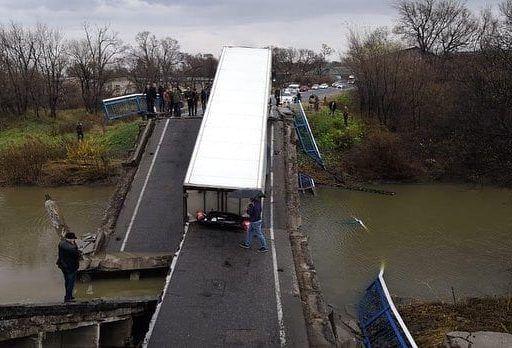 В Приморье арестовали водителя грузовика, под которым рухнул мост через Осиновку