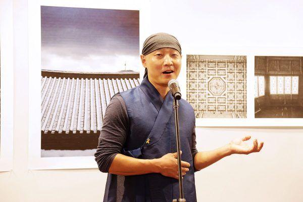 Во Владивостоке открылась фотовыставка архитектора-реставратора главного дворцового комплекса Республики Корея