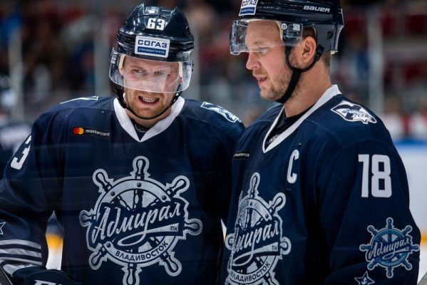 Хоккеисты «Адмирала» одержали долгожданную победу