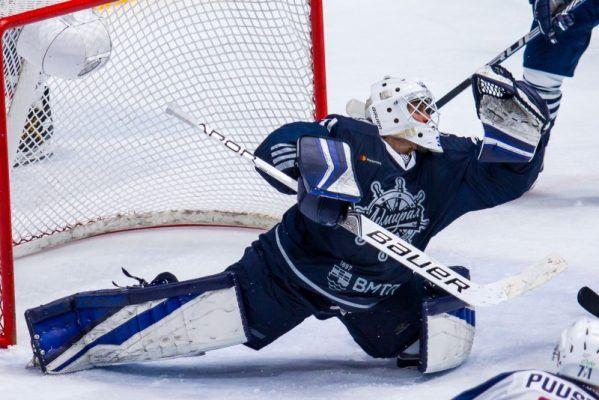 Хоккеисты «Адмирала» проиграли в Челябинске