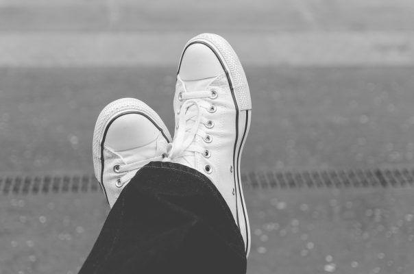 Советы: как чистить белую обувь