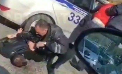Во Владивостоке полицейские жёстко задержали лихача на авто