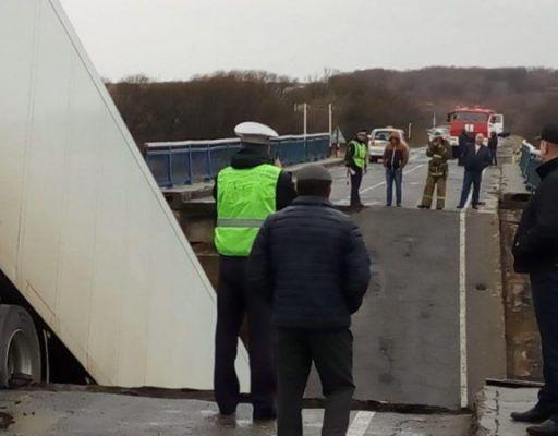Уголовное дело завели после трагического крушения моста в Приморье
