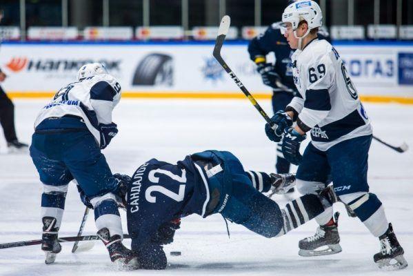 Владивостокские хоккеисты одержали волевую победу в Нижнем Новгороде
