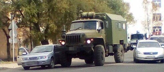 В Приморье огромный армейский грузовик врезался в легковушку