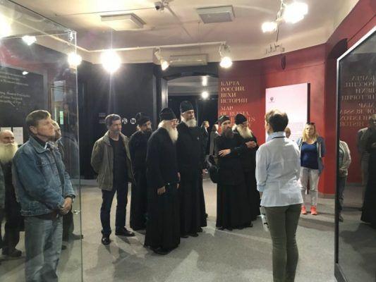 Братья единственного на Дальнем Востоке островного монастыря посетили уникальную выставку во Владивостоке