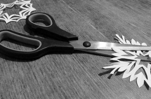 Кровавая супружеская ссора: женщине нанесли 26 ударов ножницами в Приморье