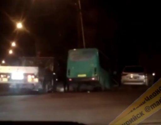 После столкновения с «Лексусом» автобус «улетел» в кювет в Приморье