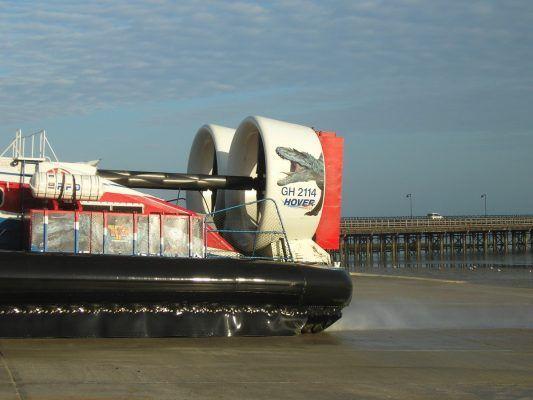 Мэрия Владивостока купит два амфибийных судна на воздушной подушке