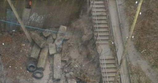 Во Владивостоке под напором воды рухнула подпорная стена