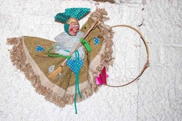 Баба Яга произвела фурор на выставке в Дубае