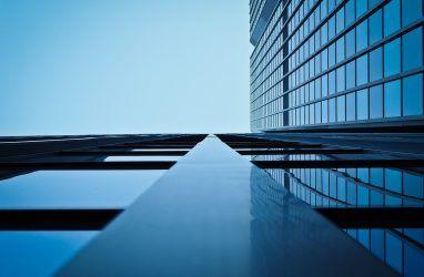 Экстрим: во Владивостоке мужчина сфотографировался на 45-м этаже строящегося здания