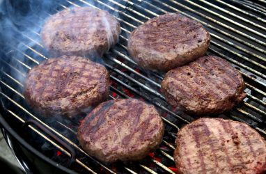 В Приморье в котлетах из свинины и говядины нашли курицу. Это фальсификация