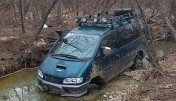 Приморцев шокировал микроавтобус в лесу