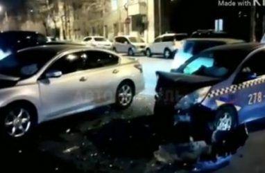 Во Владивостоке таксиста госпитализировали после ДТП