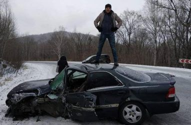 Легендарный автомобиль разбили в массовом ДТП в Приморье