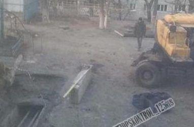 Трагедия во Владивостоке: экскаватор насмерть придавил рабочего