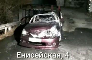 Во Владивостоке машину угнали, а затем сожгли