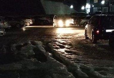 В новом микрорайоне Владивостока машины стали вмерзать в лёд