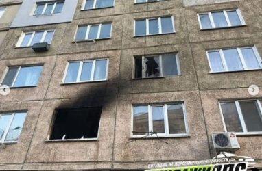 Во Владивостоке при тушении жуткого пожара из дома эвакуировали 62 человека