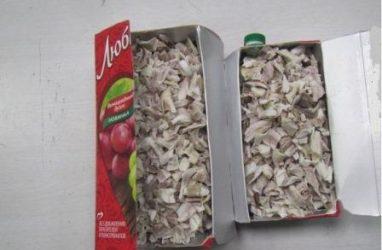 Приморские таможенники обнаружили лом рогов в упаковках от сока