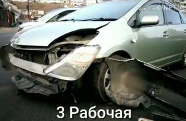 Очевидцы ДТП сами перевернули авто на колёса после аварии во Владивостоке