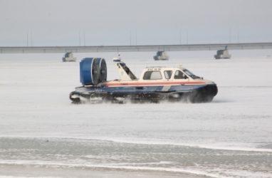Лёд в Амурском заливе ещё окончательно не окреп — МЧС