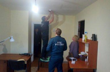 В Приморье в домах и квартирах некоторых семей стали устанавливать пожарные извещатели