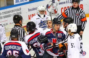 Хоккеисты «Тайфуна» в упорной борьбе дважды уступили «Крыльям Советов»