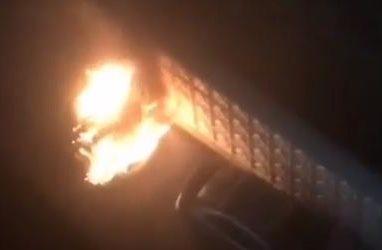 Во Владивостоке автомобиль сгорел дотла прямо на улице