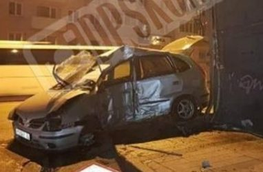 Во Владивостоке автомобилист протаранил здание