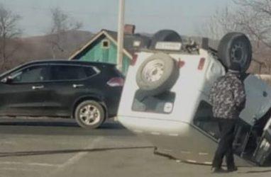 Отечественный кульбит: в Приморье российский внедорожник перевернулся на крышу