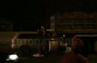Жуткое ДТП во Владивостоке: легковушка врезалась в самосвал