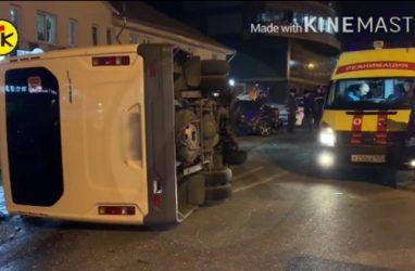 Момент ДТП с переполненной людьми маршруткой во Владивостоке попал на видео