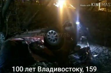 Во Владивостоке резвый «Марк» «слетел» с оврага и приземлился на крышу