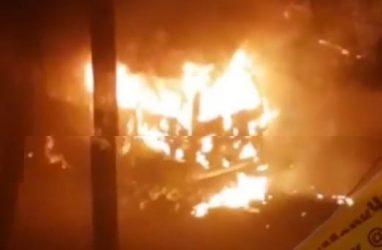 В Приморье мужчина поджёг одну машину и разбил ещё три