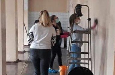 Во Владивостоке ученикам загоревшейся школы поручили её отмывать