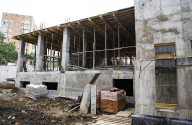 Во Владивостоке на охрану недостроенного спортзала школы №6 выделили более полумиллиона рублей
