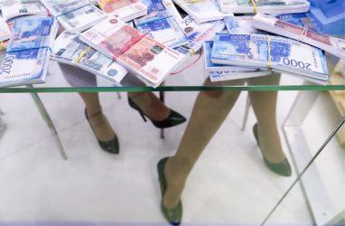 Выяснилось, кому во Владивостоке предложили зарплату в 150 тысяч рублей