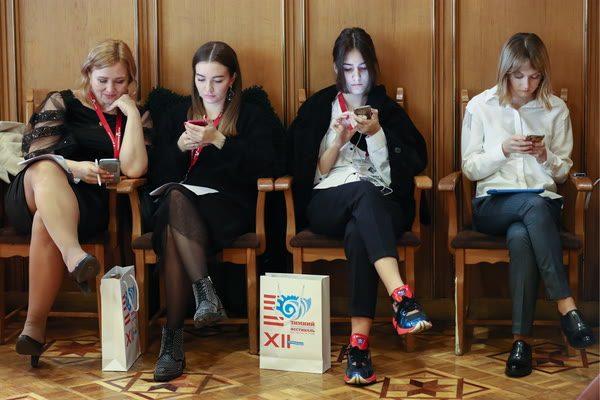 Смартфоны, девушки