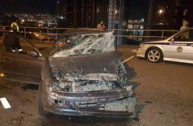 Пьяный автомобилист во Владивостоке, уходя от погони, сбивал людей и таранил машины