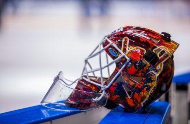 Хоккеисты «Адмирала» выиграли первый домашний матч сезона