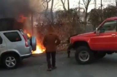 Очевидцы пожара спасли припаркованный автомобиль во Владивостоке