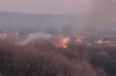 Природный пожар чуть не перекинулся на жилые дома в Приморье