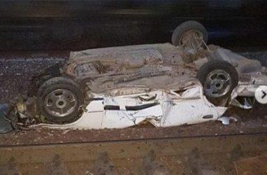 В Приморье поезд уничтожил автомобиль