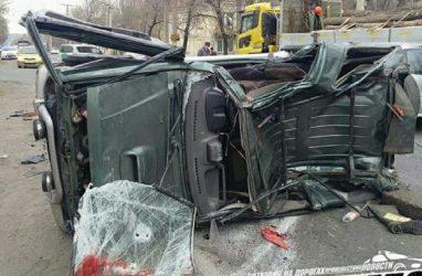 Жёсткое ДТП в Приморье: машина превратилась в «гармошку»