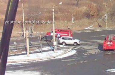 В Приморье легковушка протаранила пожарный автомобиль